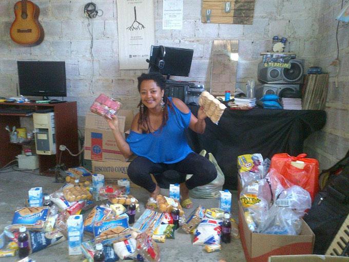 Natal Solidário 2014 - Fazendo a triagem das doações recebidas.