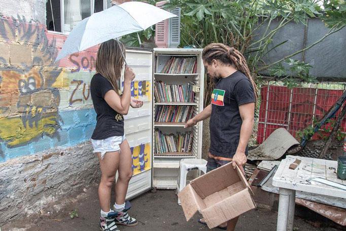 Natal Solidário 2014 e a geladeira estante de livros.